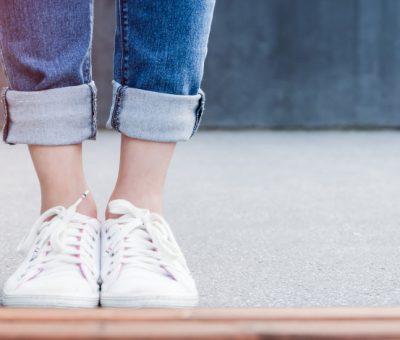 Poistite si pohodlie a komfort jarných prechádzok vhodnou obuvou